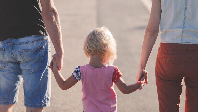 Isolamento, le iniziative per sostenere la genitorialità